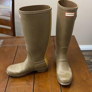 Tall Hunter khaki Green rain boot size 7